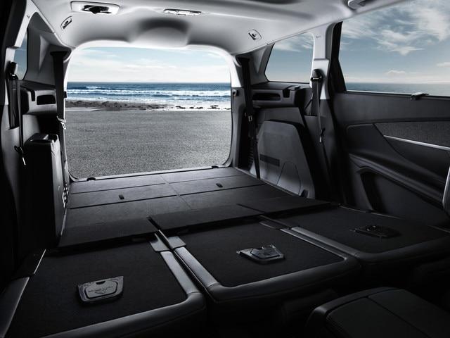 Nouveau SUV PEUGEOT 5008 : Coffre de grand volume